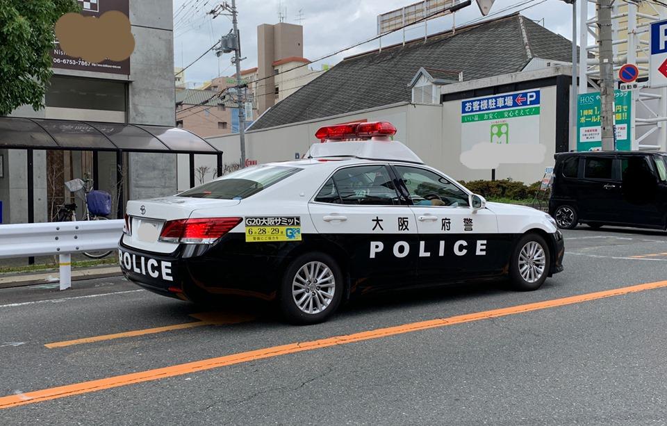 【東大阪市】追記あり:交番前で男性巡査の拳銃を奪って現在も逃走中、東大阪でも在宅中は必ず施錠し警戒してください!