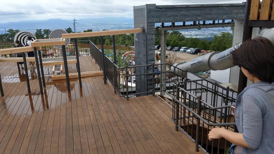 【東大阪市】本日オープンの生駒山上遊園地の滑り台で子供15人けが、遊具の使用禁止を発表