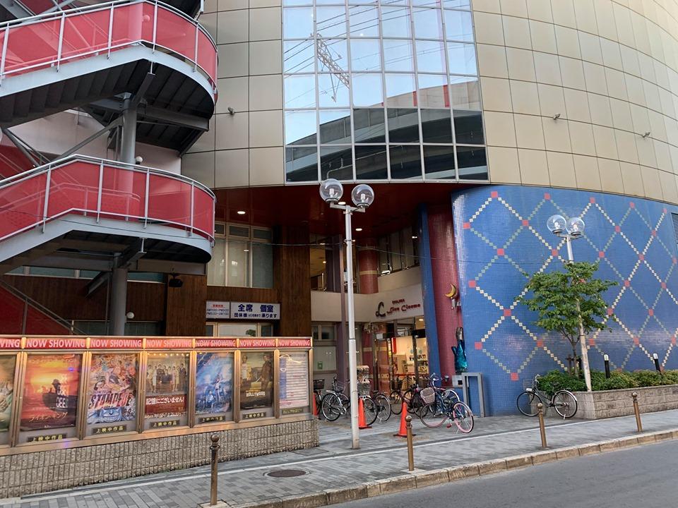 大阪 地下 の 家族 パラサイト 半